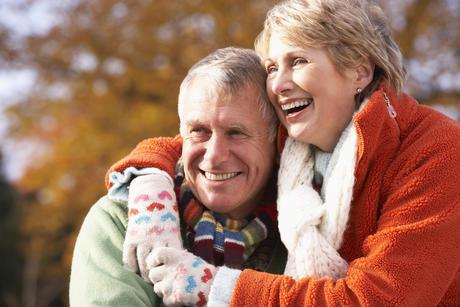Lykkelig eldre ektepar